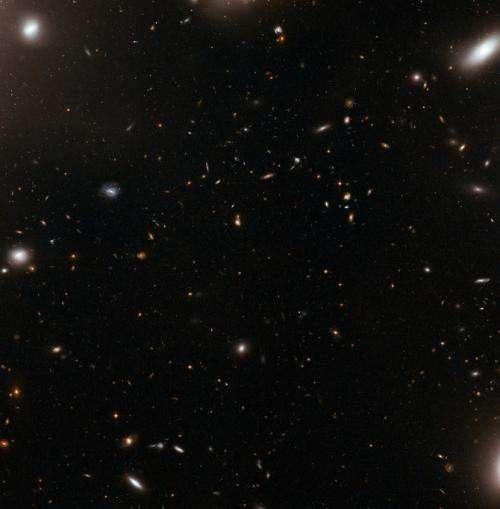 Hubble sees the eye of the storm in galaxy cluster