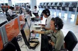 Thai teenagers surf the Internet