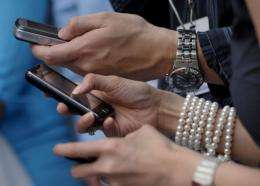 Women find men addicted to their mobile phones a major turnoff, a new study shows