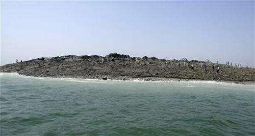 Massive quake creates island off Pakistan coast