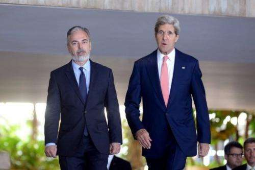 US Secretary of State John Kerry (R) & Brazilian Foreign Minister Antonio Patriota meet in Brasilia on August 13, 2013
