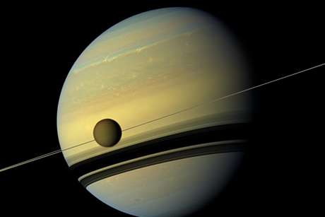 Cosmic quiver: Saturn's vibrations create spirals in rings