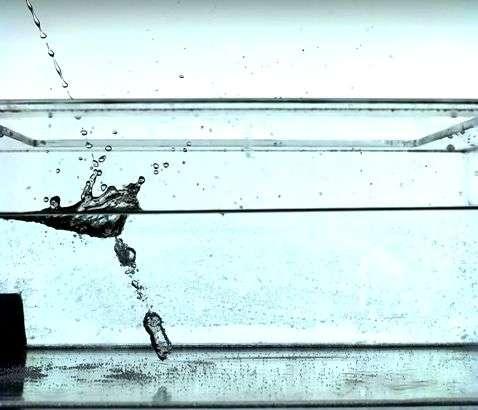 University physicists study urine splash-back and offer best tactics for men (w/ Video)