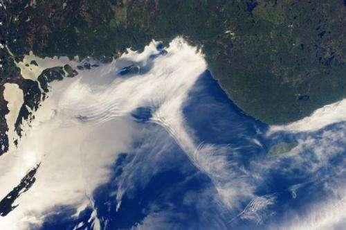 Gravity waves and sunglint, lake superior