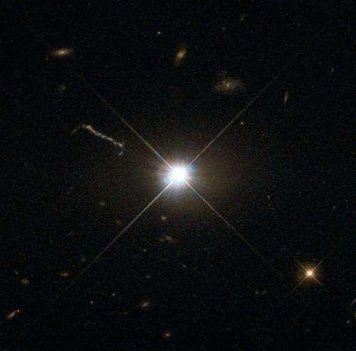 Image: Hubble shoots Bright Quasar 3C 273