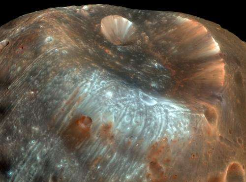 Mission to Mars moon could be a sample-return twofer, study suggests