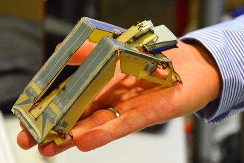 Printed inchworm robot makes self-assembly moves  (w/ Video)