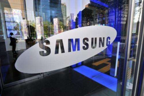 Samsung said Wednesday it would unveil a smartphone with a curved display in October