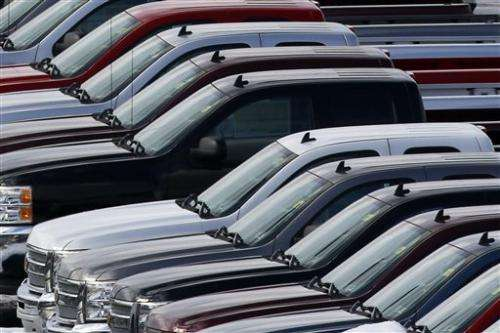 Shutdown slows _ but doesn't halt _ US car demand