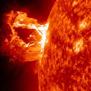 Solar tsunami used to measure Sun's magnetic field
