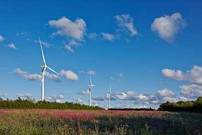 Storage heaters as buffers for wind power