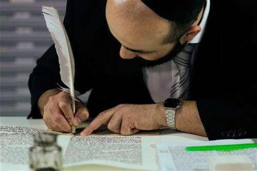 Robot writes Torah at Berlin's Jewish Museum