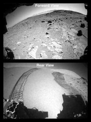 Curiosity crosses Dingo Gap dune