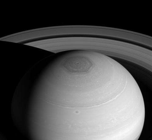 Image: Saturn's vortex and rings