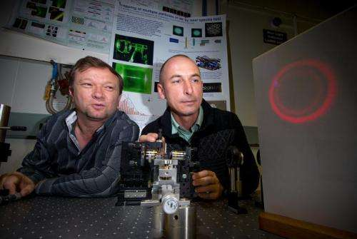 Physicists build reversible laser tractor beam