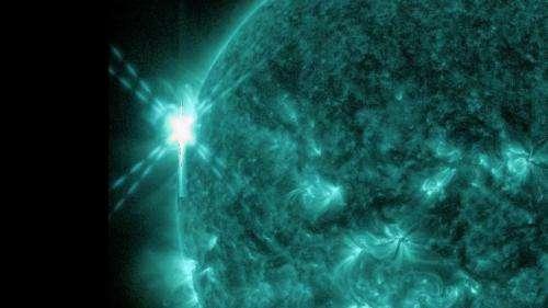 NASA's SDO sees a mid-level solar flare: Nov. 3