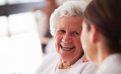 Social groups ward off age–related mental decline