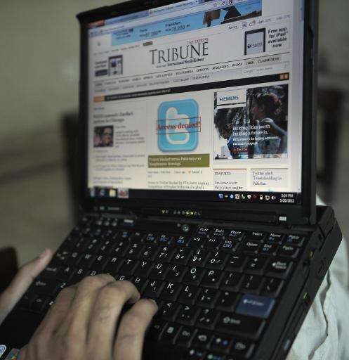 A Pakistani resident uses a computer to browse a newspaper website in Quetta on May 20, 2012