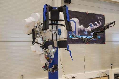Exoskeleton to remote-control robot