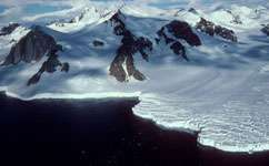 Groundwater could fuel life under glaciers