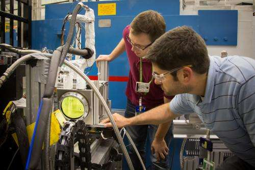 Imaging fuel injectors with neutrons