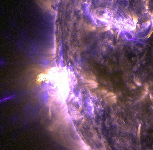 Moderate solar flare erupts from the sun, but likely won't affect Earth
