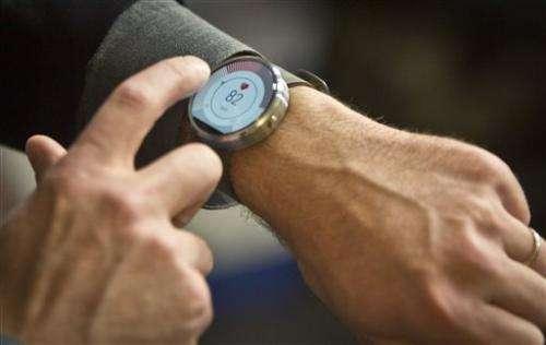 Motorola emphasizes design in circular smartwatch