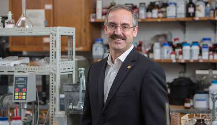 Nanotech process makes heat-resistant dyes