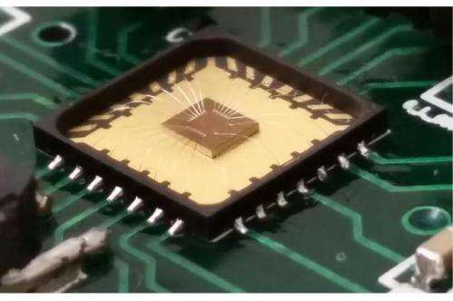 New oscillator for low-power implantable transcievers