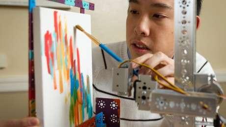 Painting robot lends surgeons a hand