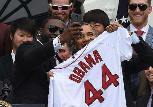 Red Sox's David Ortiz (L) takes selfie with US President Barack Obama on the South Lawn at the White House in Washington, DC, on