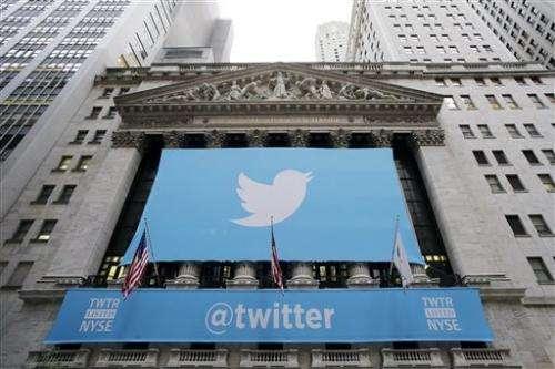 Twitter tweaks website to attract new users