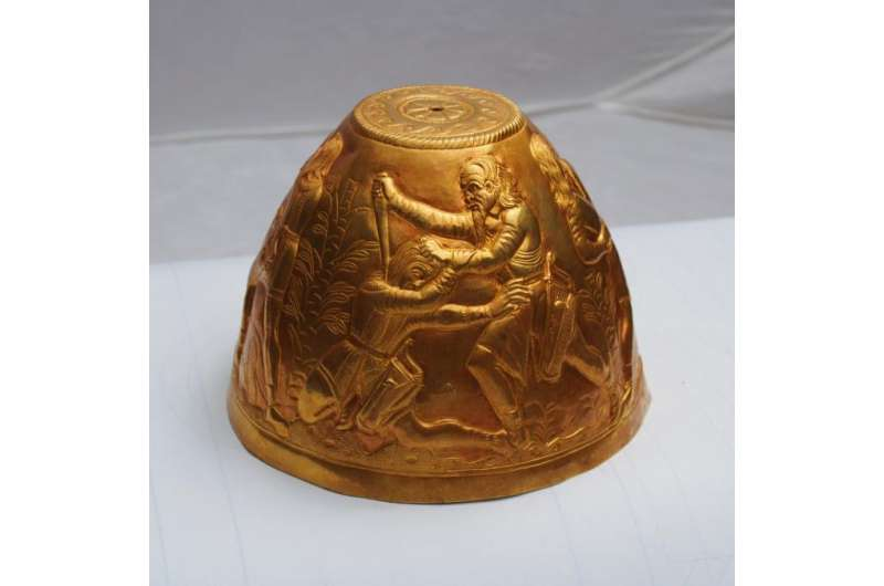 Archeologists find gold artifacts in Scythian grave mounds