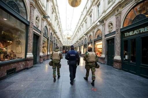 Belgian troops patrol at the Royal Galleries of Saint-Hubert in Brussels on November 22, 2015