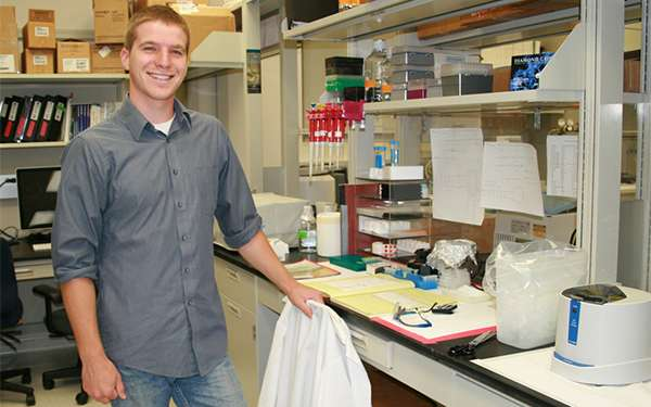 Chemistry student studies cold tolerance of algae in the search for renewable energy