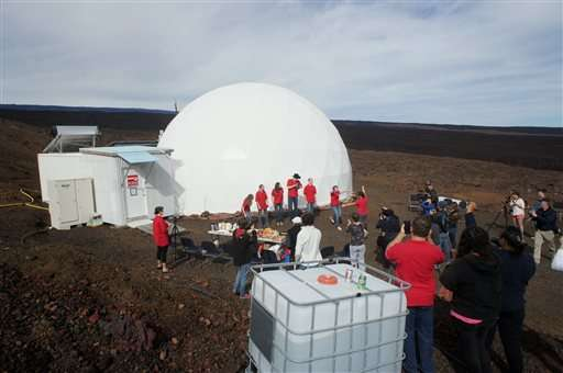 Scientists emerge from isolated dome on Hawaii volcano slope (Update)