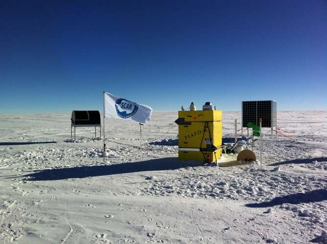 Astronomers go to the ends of the Earth to see cosmic carbon