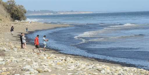 Efforts underway to scrub spilled oil from California coast (Update)