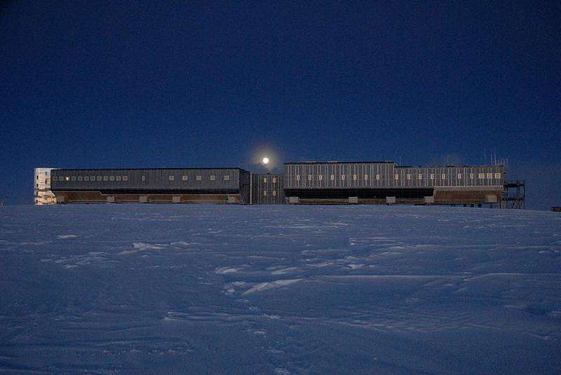 Detector at the South Pole explores the mysterious neutrinos