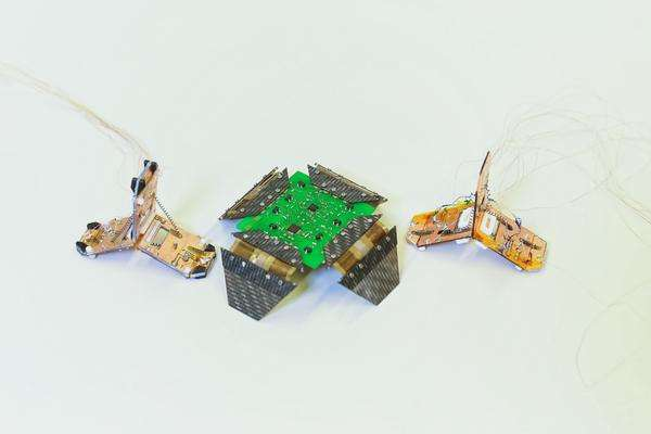 A folding robot weighing 4 grams that crawls and jumps