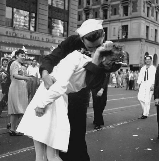 Afternoon shadows shed new light on iconic 'VJ Day Kiss' photograph