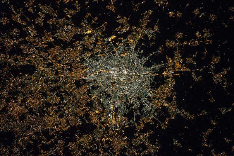 First use of ISS astronaut pictures for light pollution studies