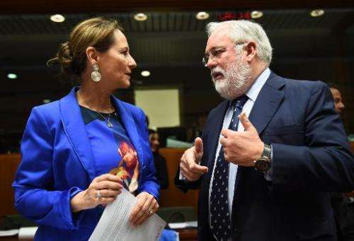 French Environment Minister Segolene Royal (L) speaks with European Commissioner for Climate Action and Energy Miguel Arias Cane