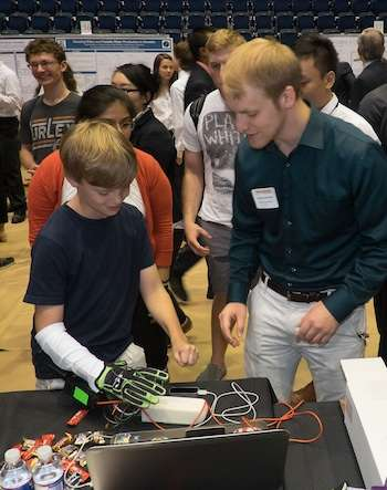 Gamers feel the glove: Student team creates feedback device for the hand for virtual environments