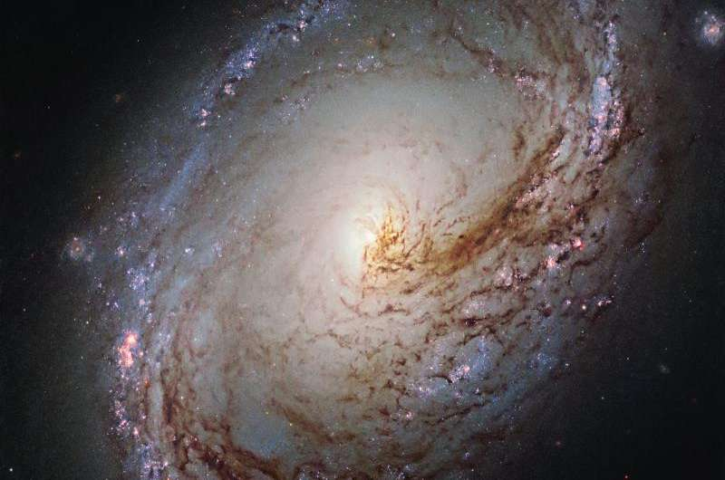 Hubble peers into the heart of a galactic maelstrom