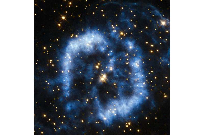 Hubble sees an aging star wave goodbye