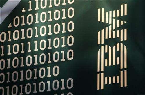 IBM tops 4Q profit forecasts but revenue continues to sag