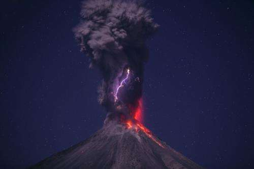 Image: Stunning photo of volcanic lightning at Volcán de Colima in Mexico