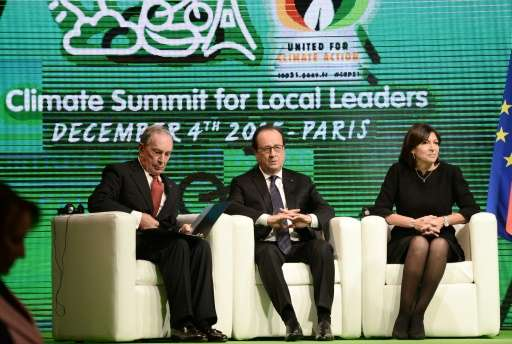 Michael Bloomberg, French President Francois Hollande and Paris Mayor Anne Hidalgo at the COP21 climate summit in Paris on Decem