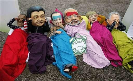 New draft climate deal emerges as Paris talks near end